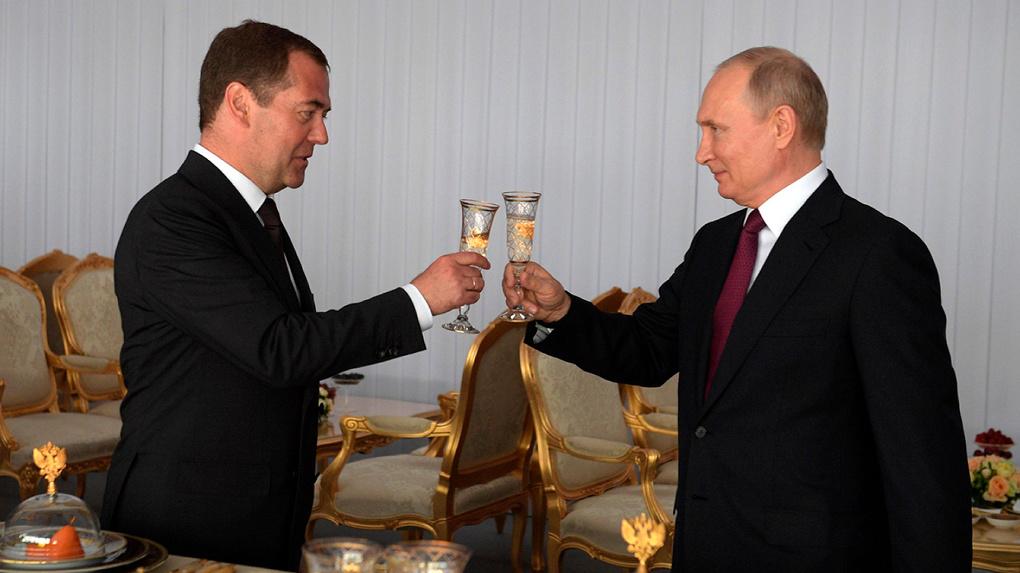 Владимир Путин раскрыл доходы. Его официальный годовой заработок в два раза ниже, чем у Дмитрия Медведева