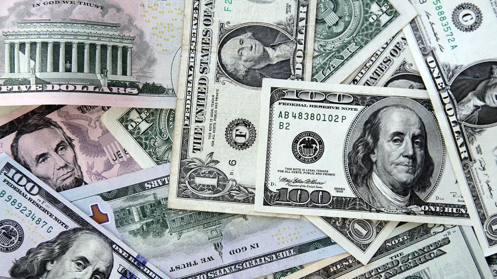 Доллар взлетел до 75 рублей