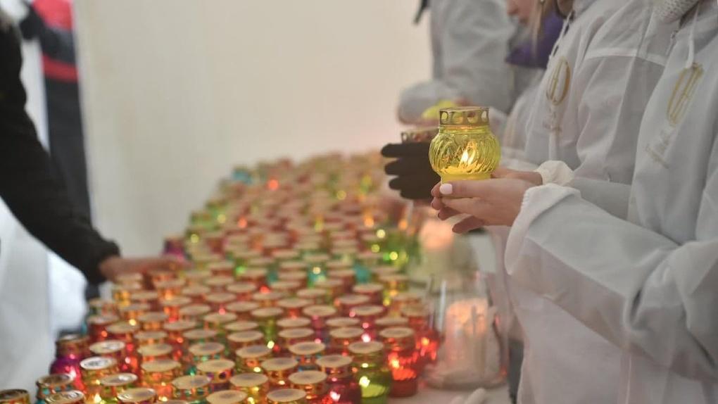 В Екатеринбург из Москвы доставят Благодатный огонь