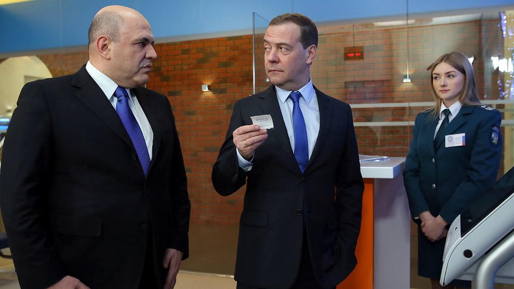 Быть премьером классно. Чай с президентом, танцы и еще 9 вещей, которым Медведев может научить Мишустина