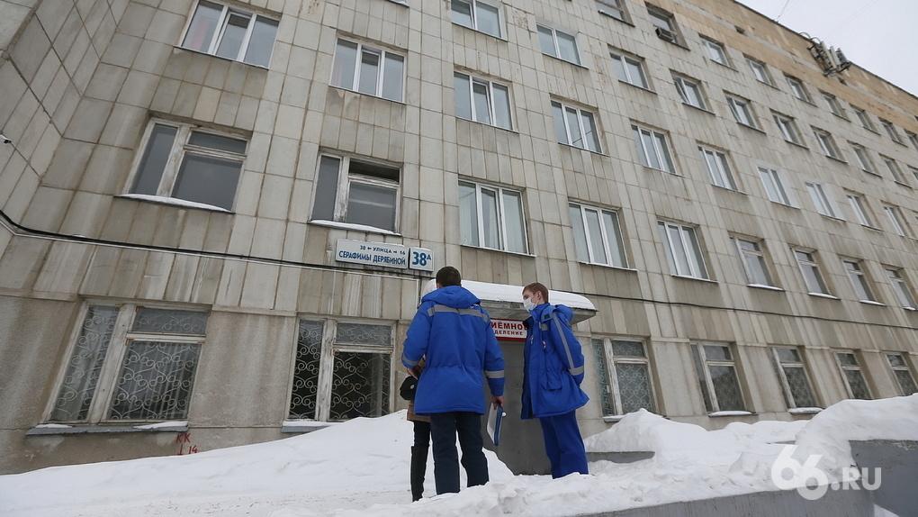 Студентов-медиков отправили бесплатно работать в переполненные поликлиники Екатеринбурга