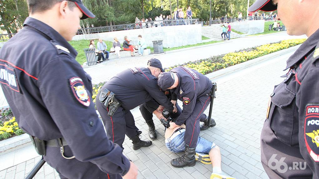 На Дне: изнанка главного праздника Екатеринбурга глазами наряда ППС