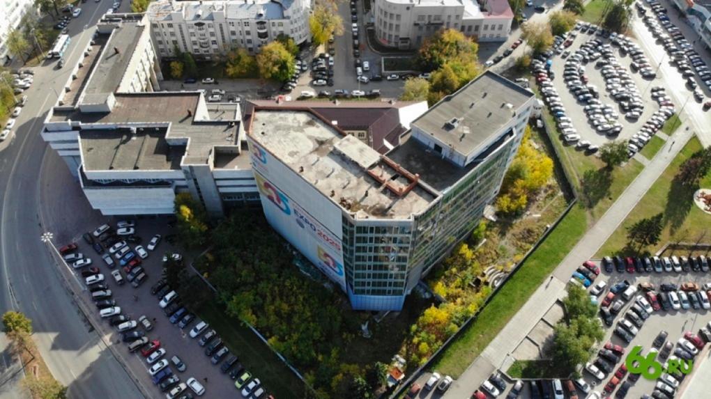 Арбитражный суд запретил УГМК сносить недострой у облправительства