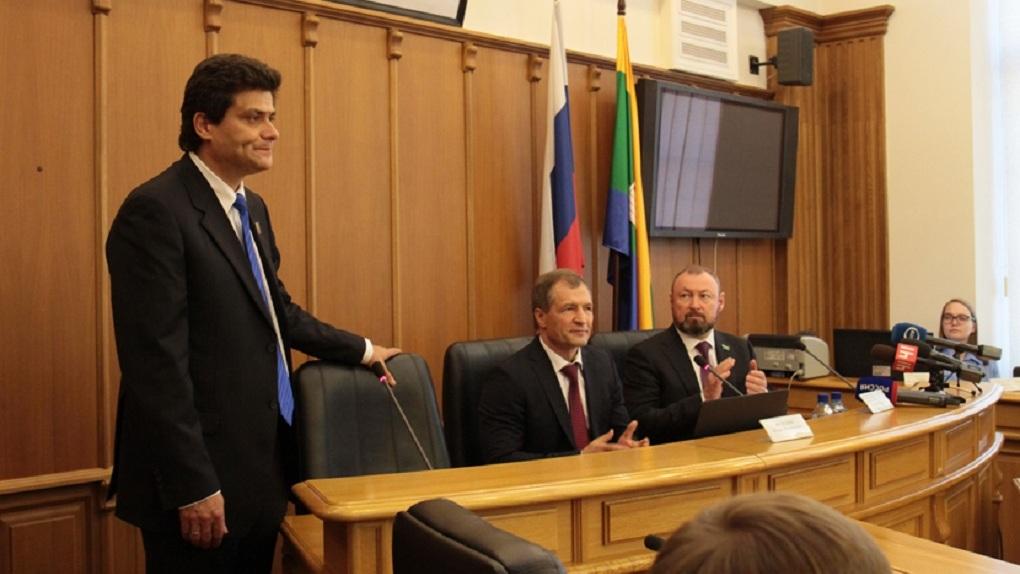 Депутаты отказались от полномочий уволить мэра за несданный вовремя отчет