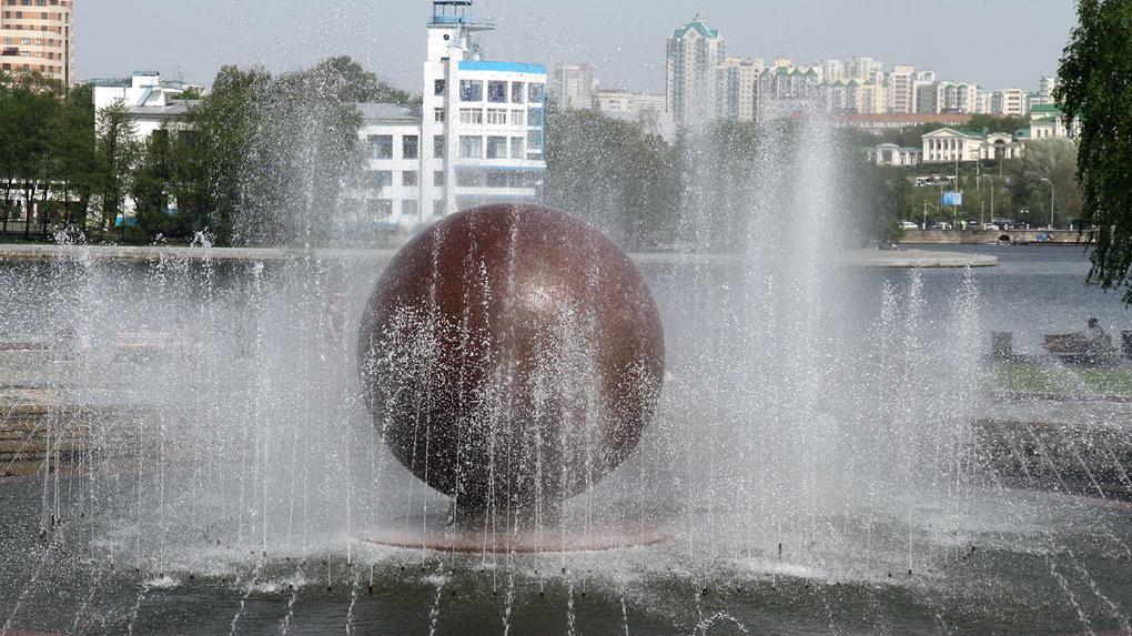 До конца недели в Екатеринбурге включат все фонтаны. В этом году они будут работать дольше, чем обычно