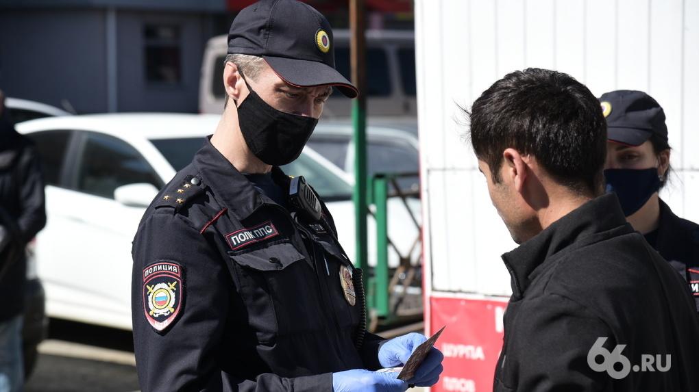 Полицейские возбудили пять уголовных дел после антиCOVID-рейда в Железнодорожном районе
