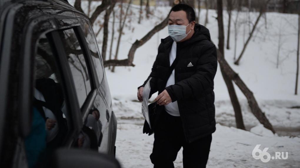 Красный Крест отправит из Екатеринбурга в Китай 350 кг масок. И только потом начнет собирать их для Урала