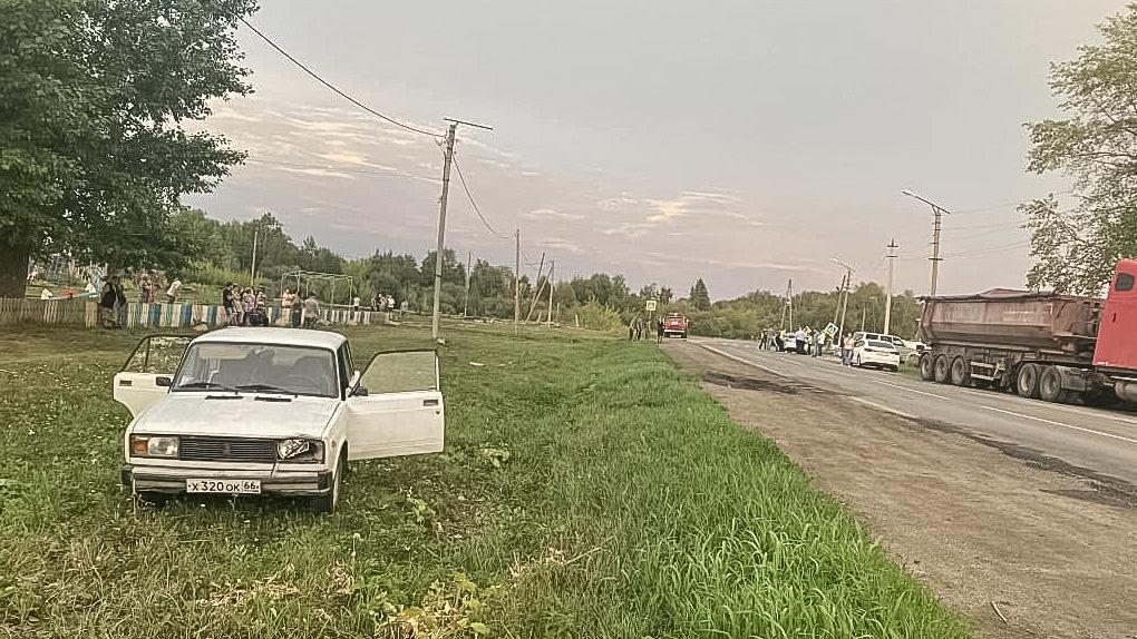 Под Екатеринбургом пьяный водитель протащил ребенка 50 метров по асфальту, мальчик погиб