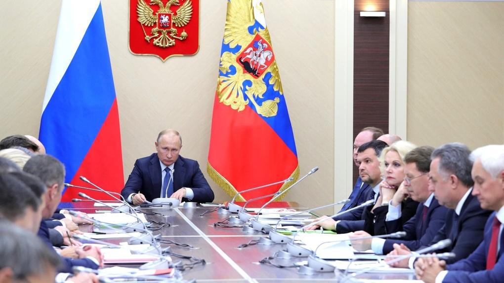 Путин поручил Медведеву проверить «реальный» рост налогов