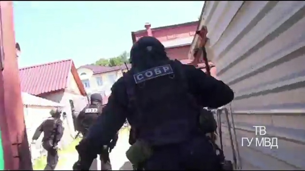 Путинский закон о борьбе с авторитетами: свердловского вора в законе экстрадируют с Украины на Урал