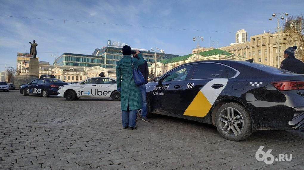 Протестующие таксисты согласились исполнить указ губернатора, но выбили себе время на установку экранов