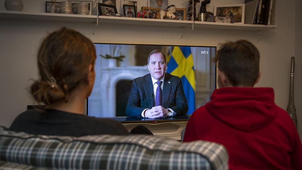 Карантин не ввели, но временный госпиталь построили: как живет Швеция в разгар эпидемии коронавируса