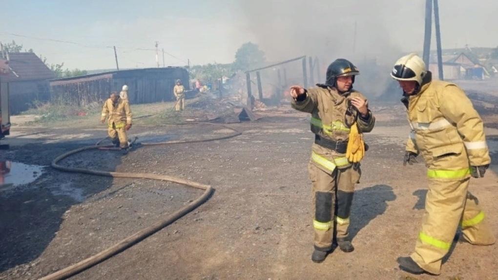«Вы все скоты, двоечники!» Уральские пожарные увольняются и винят во всем своего начальника