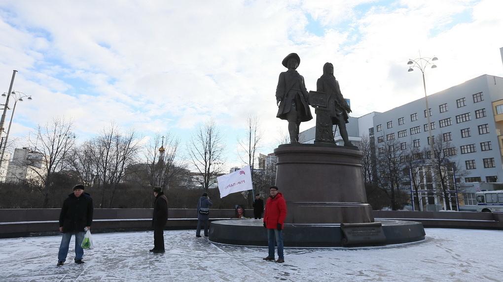 Татищев и де Геннин оказались под запретом. На уральские компании подали в суд из-за фото памятника