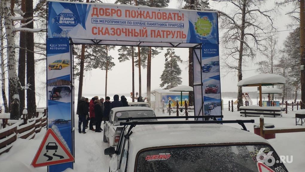 Казаки в папахах опять перекрыли автогонщикам выезд на Балтым. Фото