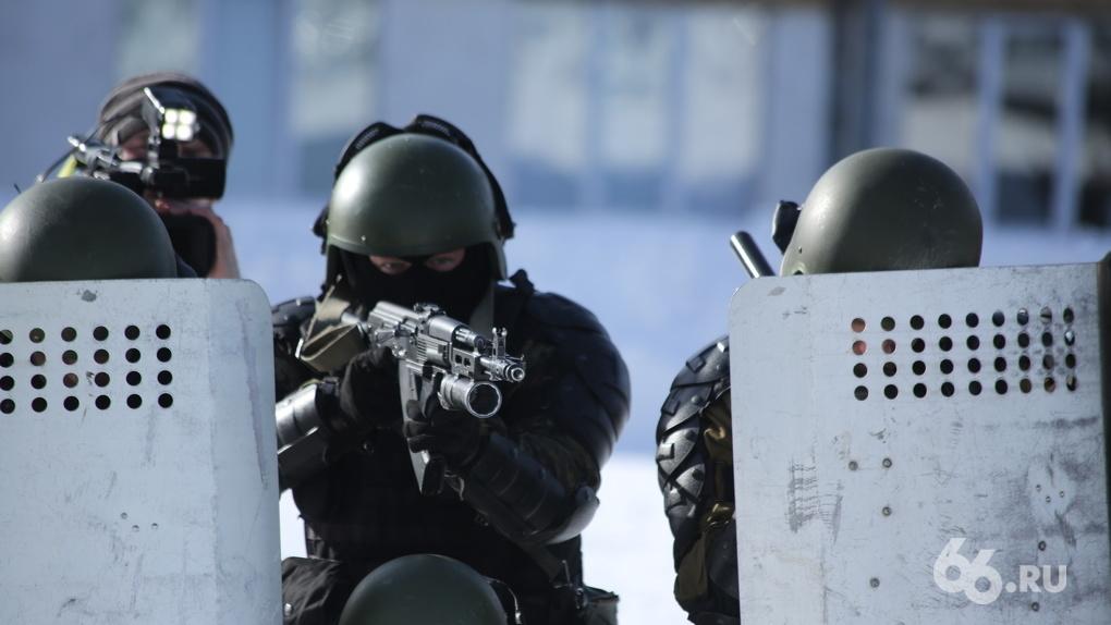 В Нижнем Новгороде мужчина устроил перестрелку с полицией во дворе жилого дома