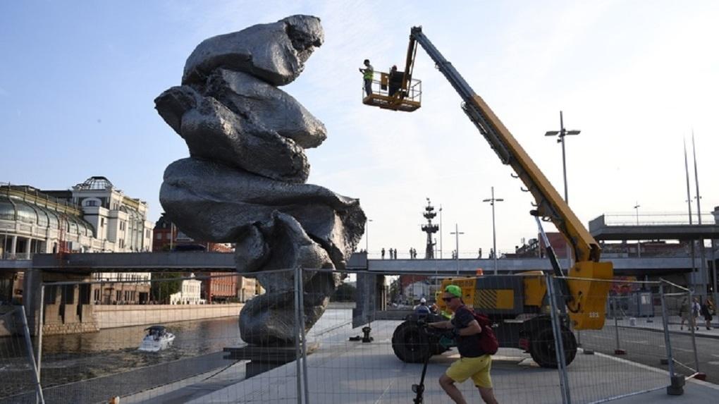 Фестиваль «ЧО» готов купить Екатеринбургу скульптуру в виде куска г… глины. Просто посмотрите на нее