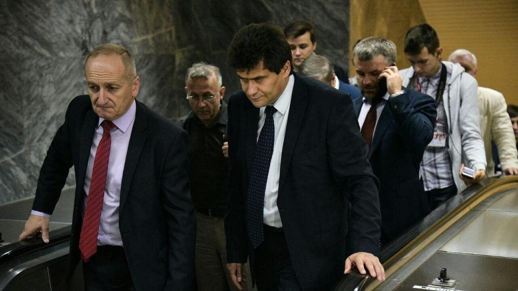 Мэр Высокинский может решить проблему станции «Бажовская» без судов и бюджетных трат. Но не делает этого