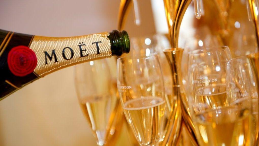 Французские виноделы перестанут возить шампанское в Россию. Им запретили называть его шампанским