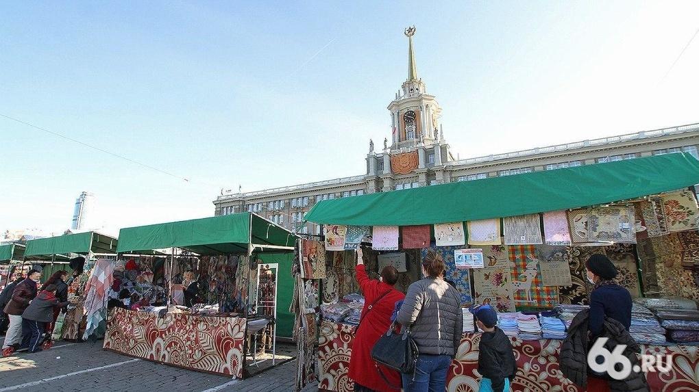 Город ярмарок и батутов. Один день из жизни Екатеринбурга, который стремительно провинциализируется