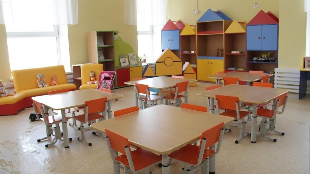 В Екатеринбурге откроют часть детских садов, но не для всех. Как туда попасть