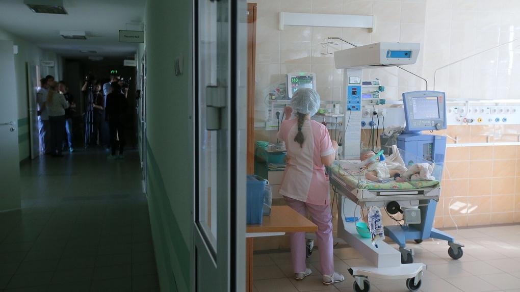 В поликлинике Екатеринбурга рухнул потолок