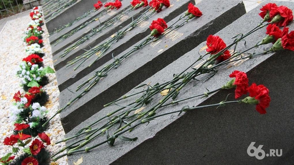 Слишком ответственный мэр уральского города заранее издал указ «о захоронении трупов». Теперь там паника