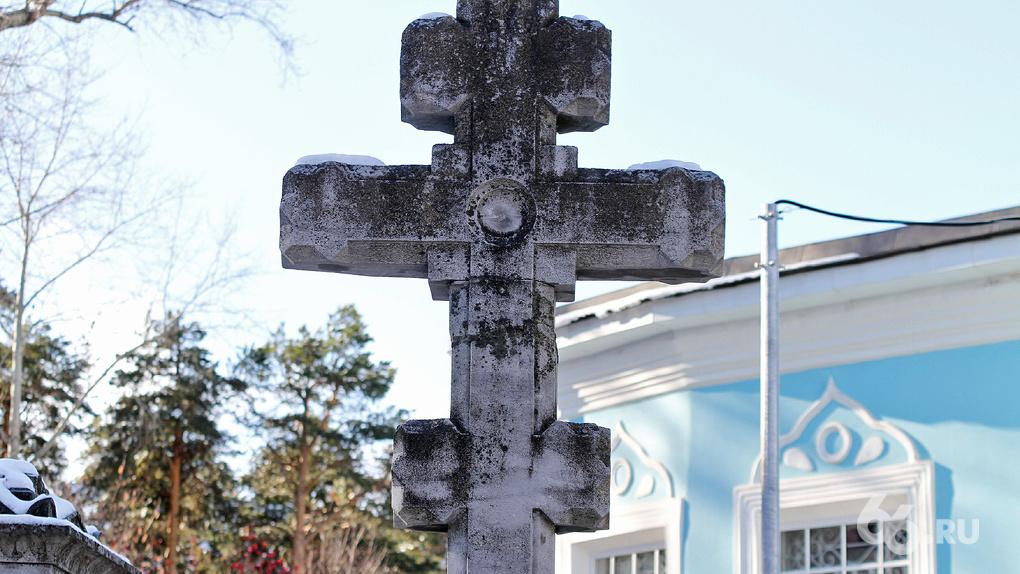 Кладбище — лучший подарок на 300-летие? Экскурсия по самому старому некрополю Екатеринбурга