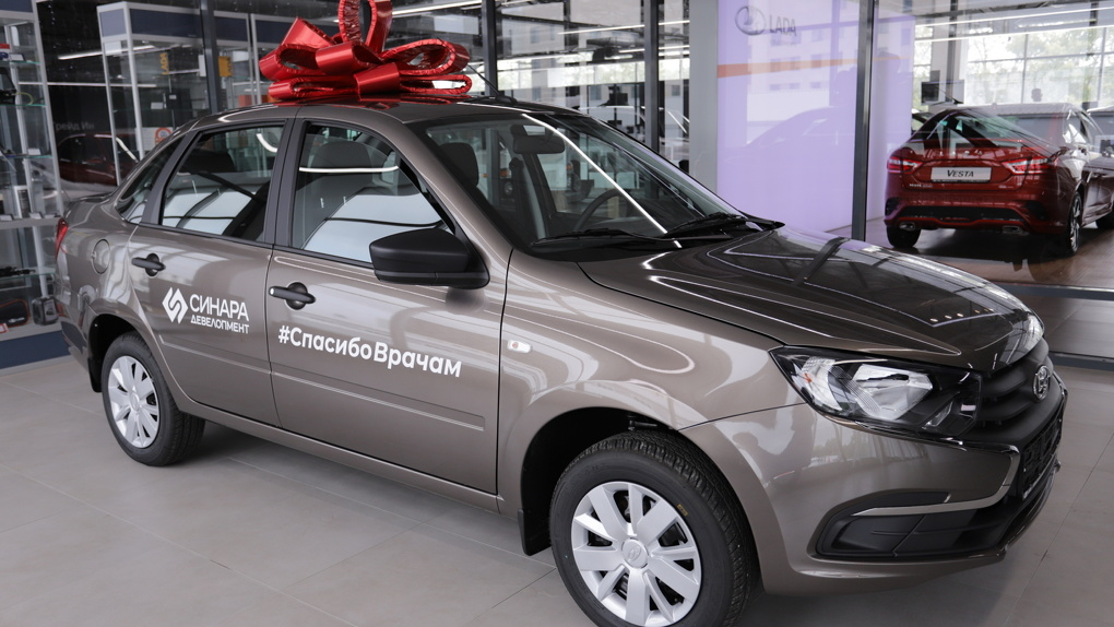«Синара-Девелопмент» вручила автомобили областному противотуберкулезному диспансеру