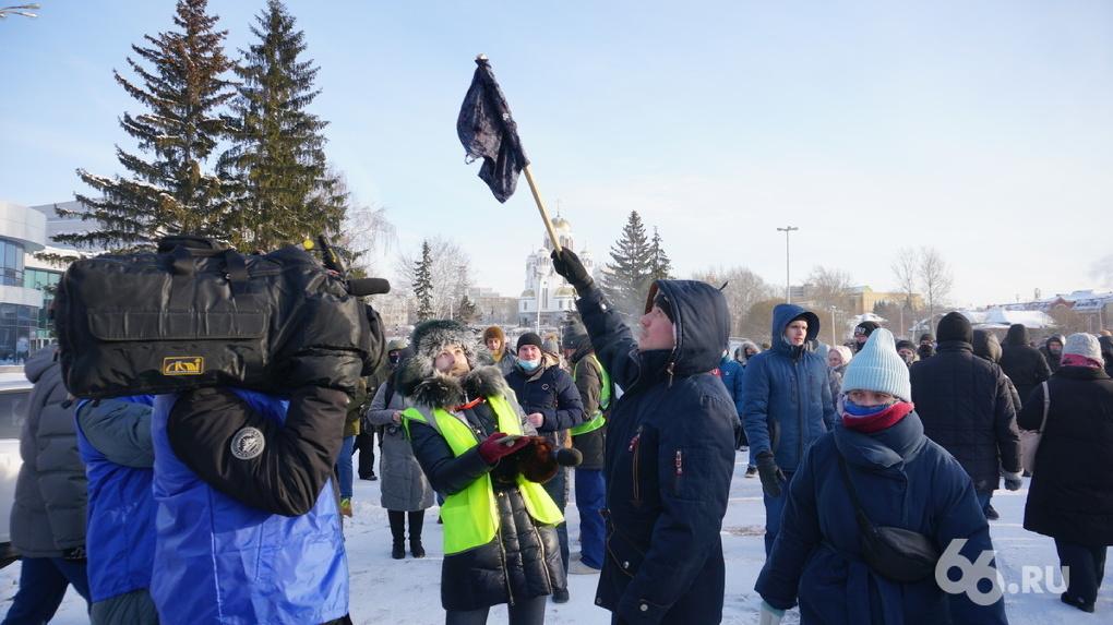 Суд назначил обязательные работы участнику марша Алексея Навального, размахивавшему синими трусами
