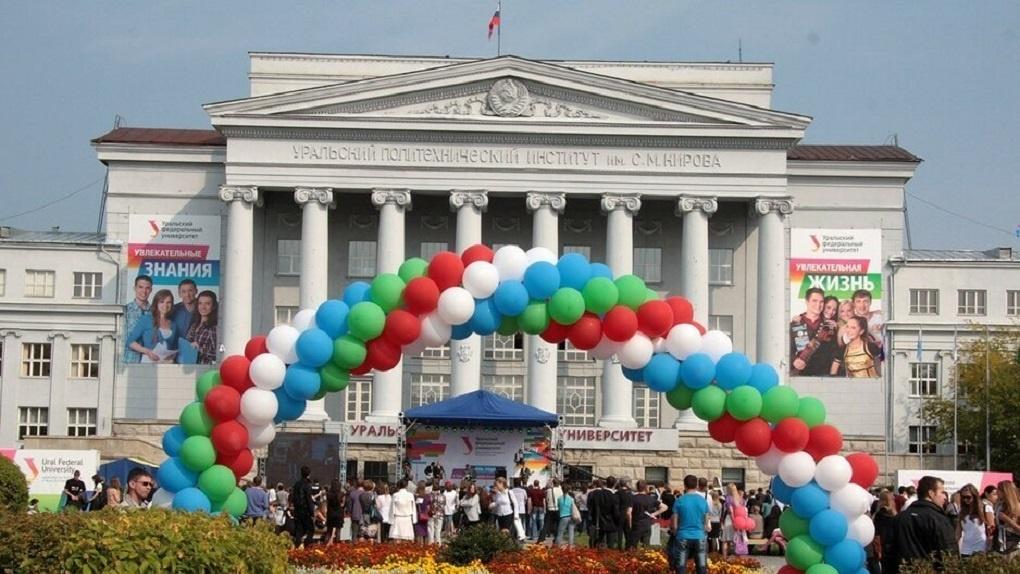 В Екатеринбурге на 21% выросло число вакансий для студентов. Кем они работали и сколько получили за лето