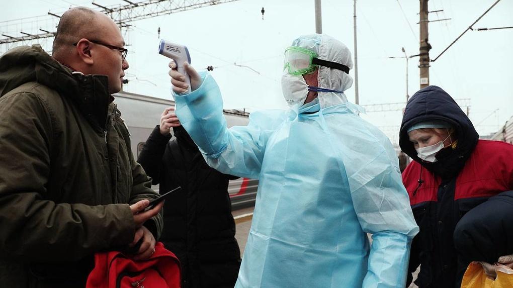 Прилетевшие из Китая жители Екатеринбурга должны сидеть дома на карантине. Но им об этом не сказали