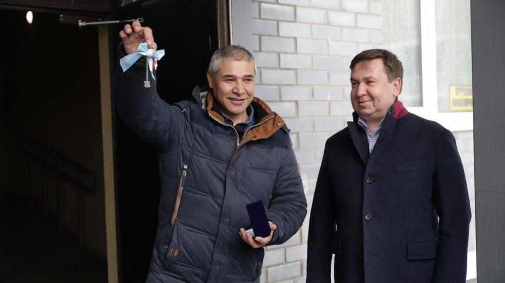 Игорь Алтушкин купил квартиру для семьи погорельцев с 8 детьми