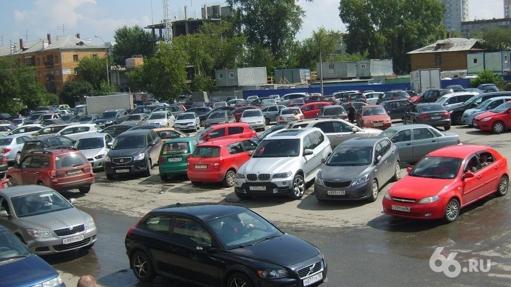 Алексей Орлов поручил продать на аукционах 50 участков земли, чтобы их не заняли нелегальные парковки