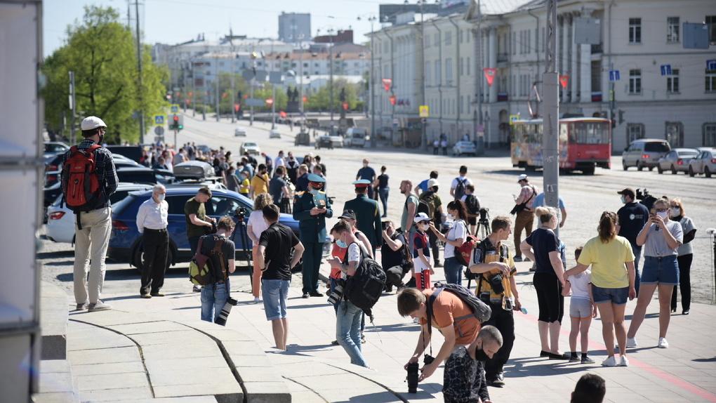 «Наказывать рублем всех?» Евгений Куйвашев рассказал, сколько человек оштрафовали на 9 мая