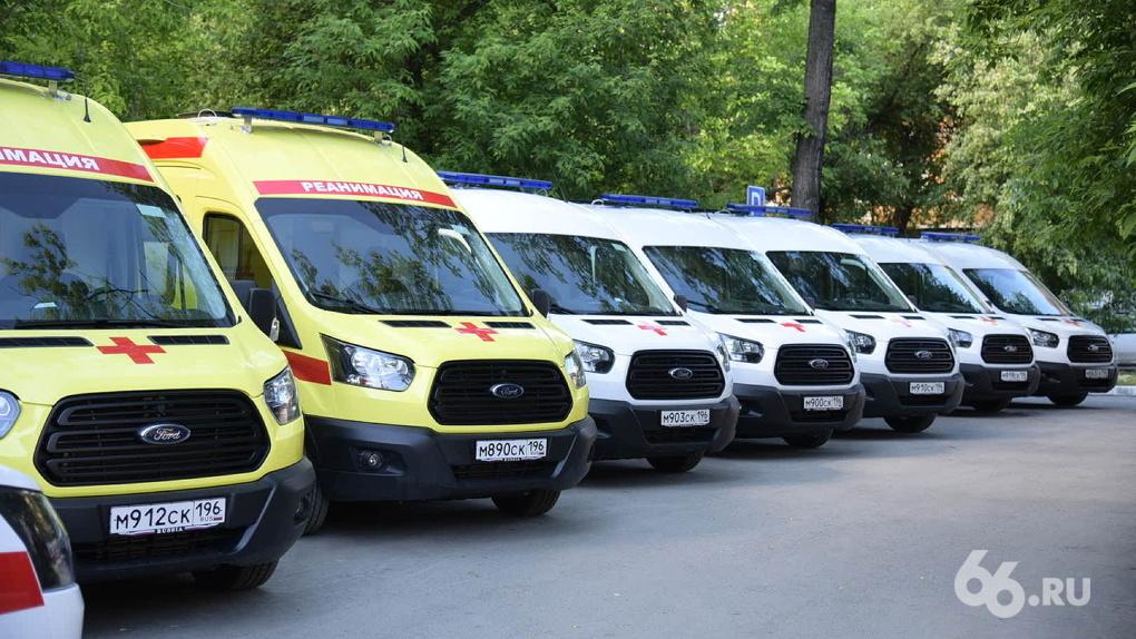 Немедицинский персонал коронавирусных больниц и водители скорой на аутсорсе получат региональные доплаты