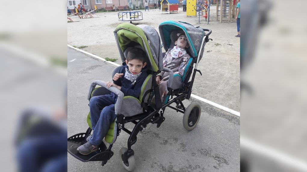 Тяжелобольные дети год ждали от минздрава лекарство. За это время они перестали ходить и говорить