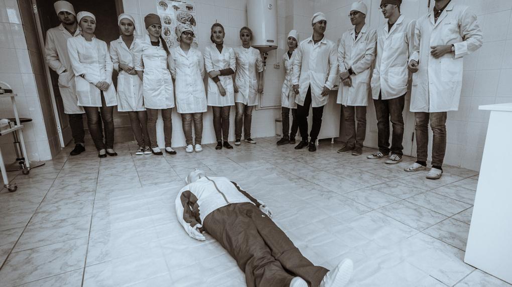 Есть у вас кто живой? Семь открытых вопросов министру здравоохранения Андрею Цветкову