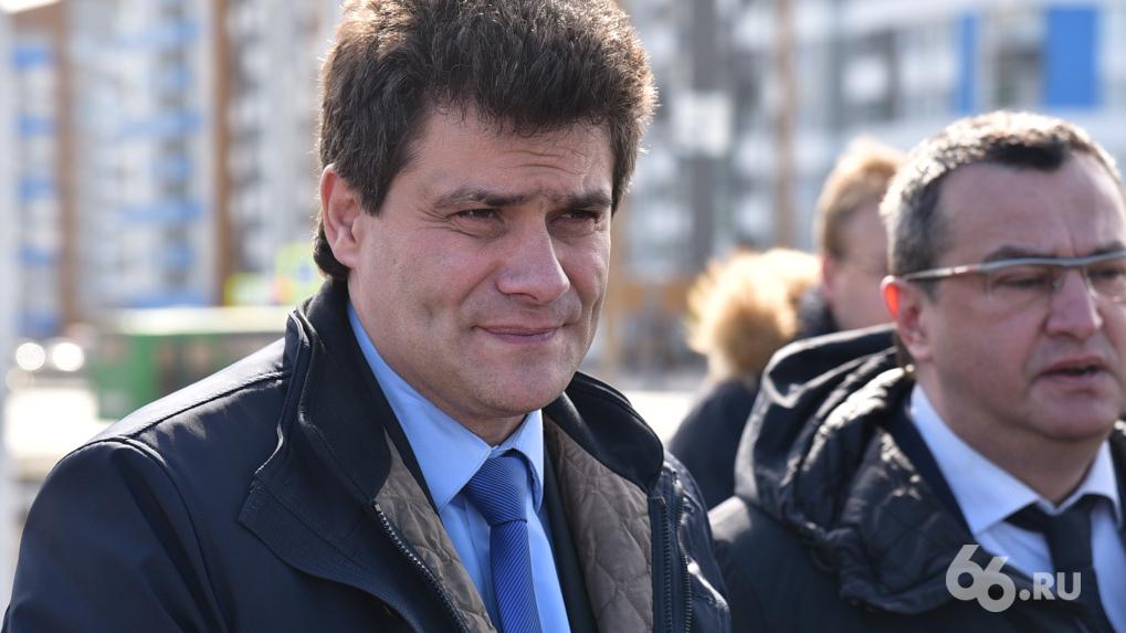 Евгений Куйвашев публично отчитал мэра Екатеринбурга за снятую маску, хотя сам тоже ее не носит