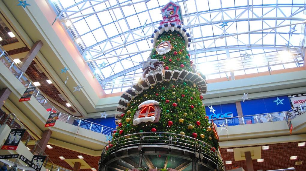 Новый год уже наступил: в ТРЦ «Карнавал» установлена уникальная елка