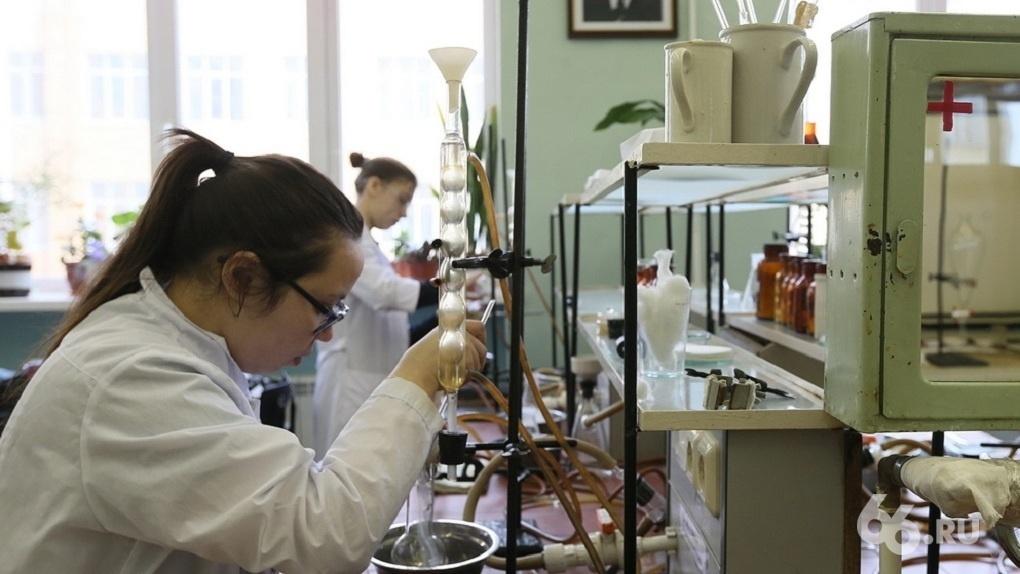 Для борьбы с коронавирусом Китай испытывает препарат, разработанный учеными УрФУ