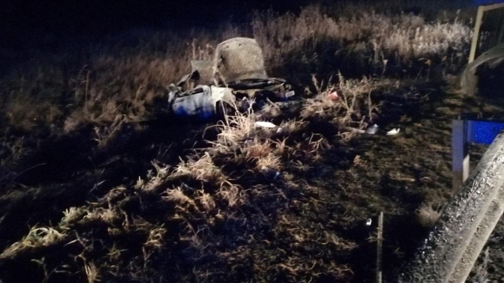 Под Пышмой вылетела с дороги, перевернулась и загорелась машина. В огне погибли две пассажирки