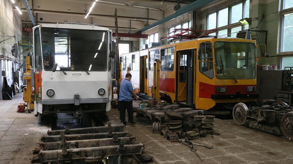 Общественный транспорт Екатеринбурга передадут в частные руки до конца года. Кому и зачем это нужно