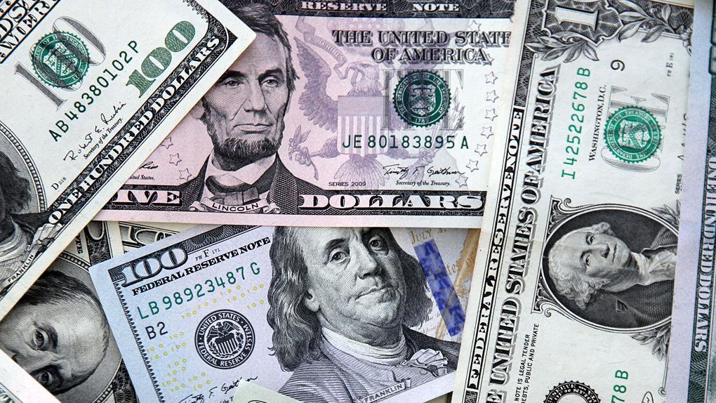 Глава ВТБ допустил что долларовые вклады будут возвращать в другой валюте