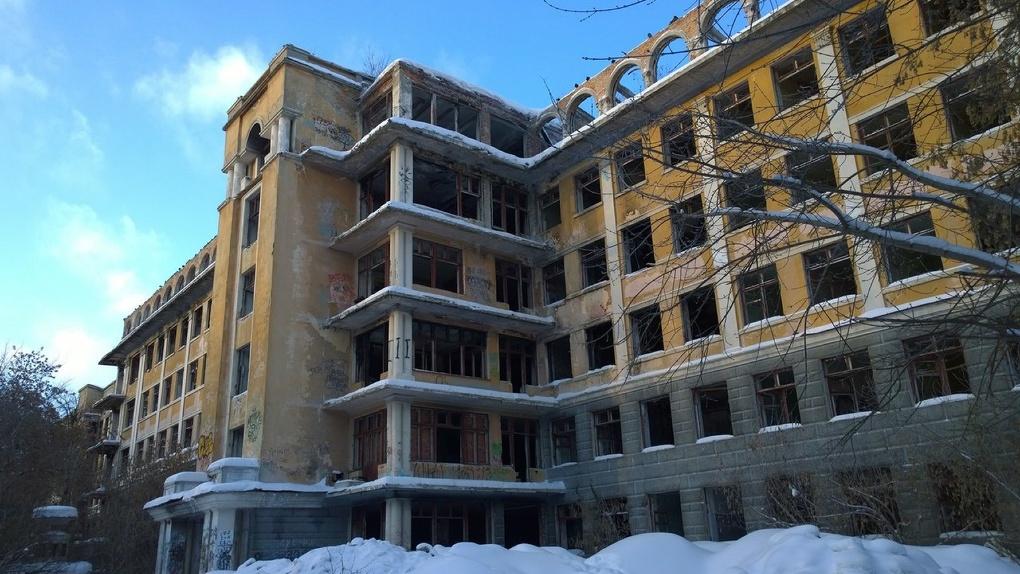 В Екатеринбурге пустеют и разрушаются объекты культурного наследия. Почти 40 из них уже стали руинами