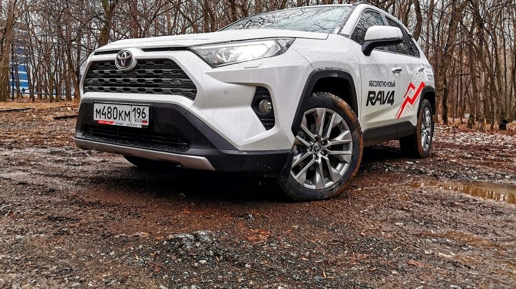 Новый Toyota Rav4 стал похож на мужика. А что еще?