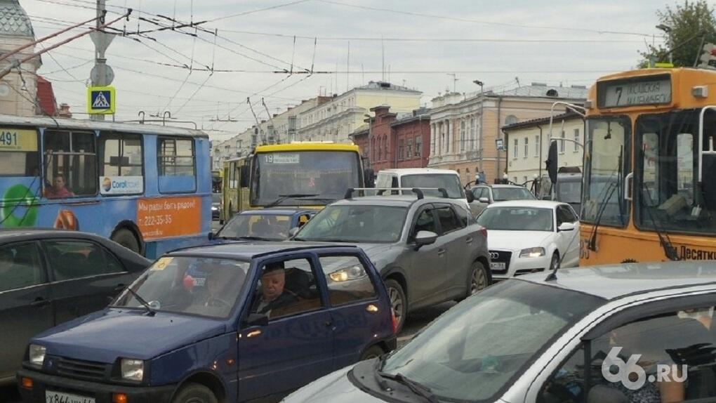 Министр транспорта РФ заявил, что Екатеринбург спасут от пробок выделенные полосы для ОТ и велодорожки