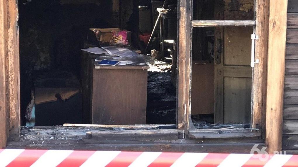 На месте сгоревшего дома, где погибли 8 человек, требуют разбить сквер-мемориал. Идею поддержали депутаты