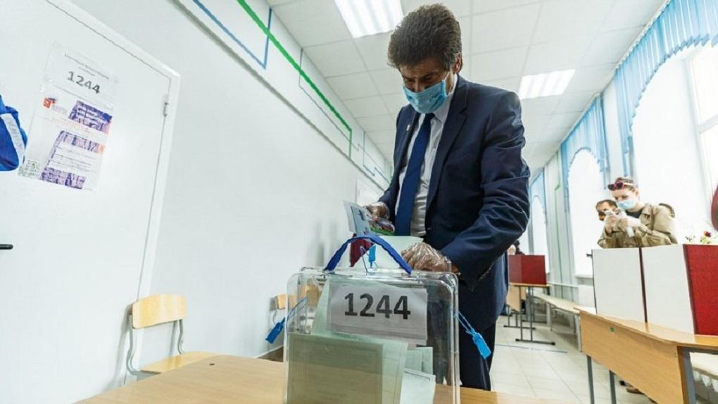 Александр Высокинский объяснил, зачем на голосовании по Конституции используют лотерейные QR-коды