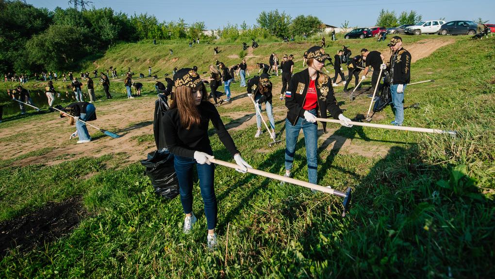 Волонтеры «Сима-ленда» за сутки благоустроили два места отдыха горожан. Что они сделали?